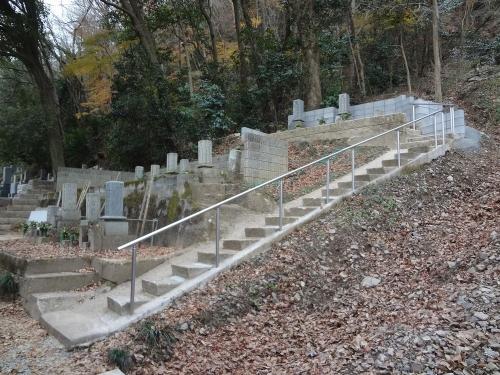 墓地へ手摺設置