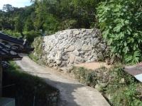 7月の豪雨災害で崩れた石積み復旧